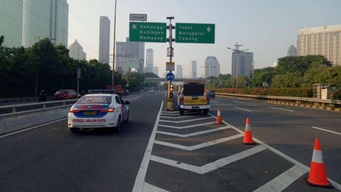 Penyekatan di Jalan tol imbas pemberlakuan PPKM darurat