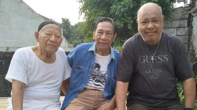 M Sani, Yance Mailuhu dan Enteng Tanamal (kiri ke kanan).
