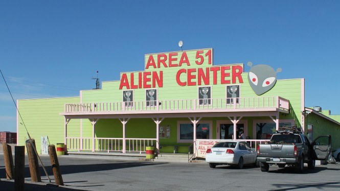 Toko kelontong bertema alien di Amerika Serikat.