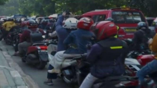 Para pekerja coba masuk Jakarta saat PPKM Darurat.
