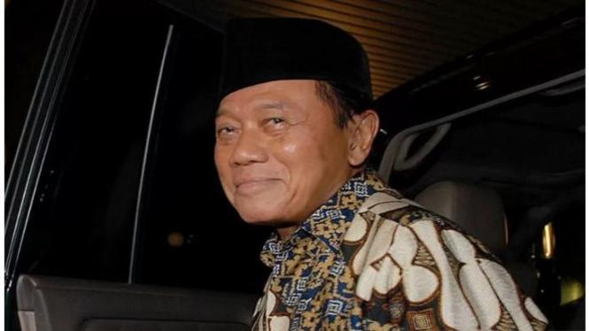 Harmoko pernah menjabat Menteri Penerangan dan Ketua MPR RI