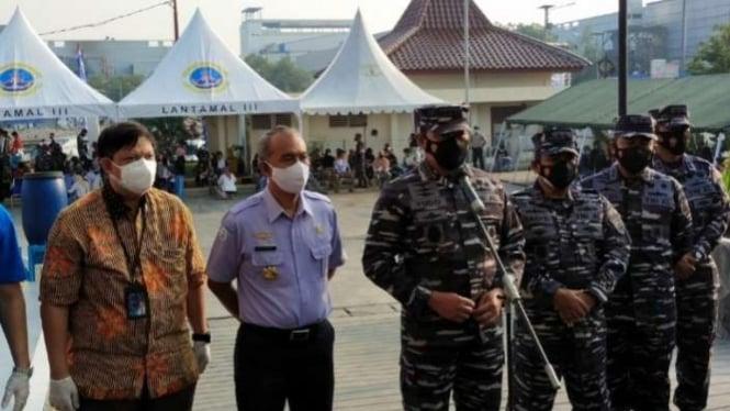 VIVA Militer: KSAL meninjau serbuan vaksinasi di Muara Baru