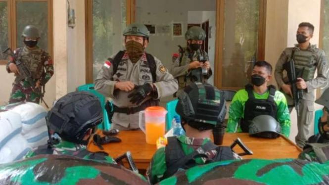 Kepala Polda Sulawesi Tengah Irjen Pol Abdul Rakhman Baso memimpin operasi skala besar melibatkan TNI dan Polri untuk mengejar kelompok DPO MIT Poso pimpinan Ali Kalora, dengan menyisir wilayah Poso Pesisir Selatan, Senin, 6 Juli 2021.