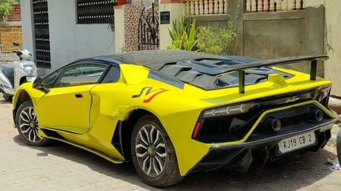 Mobil yang mirip Lamborghini Aventador SVJ.