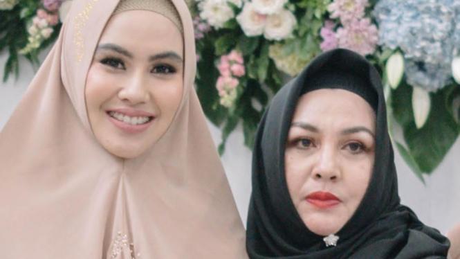 Kartika Putri dan Ibunya