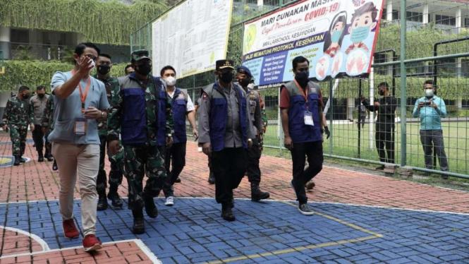 VIVA Militer: Panglima TNI tinjau serbuan vaksinasi di wilayah Jakarta Selatan