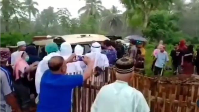 Viral Jenazah H.Manaf Diambil Paksa saat di Pemakaman (Instagram/soalmanado)
