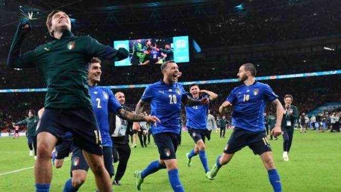 Timnas Italia rayakan keberhasilan lolos ke final EURO 2020.