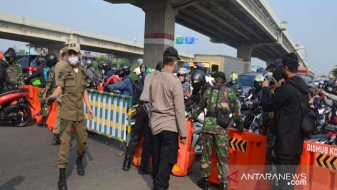Pos penyekatan Sumber Arta Kalimalang, Kecamatan Bekasi Barat