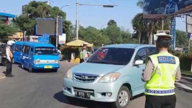 Penyekatan Kendaraan yang Hendak ke Puncak Bogor
