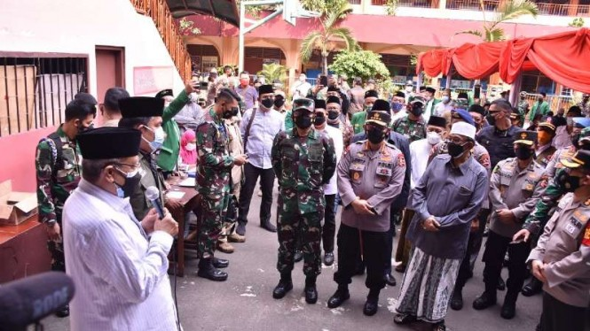 VIVA Militer: Panglima TNI tinjau vaksinasi yang digelar PWNU DKI Jakarta