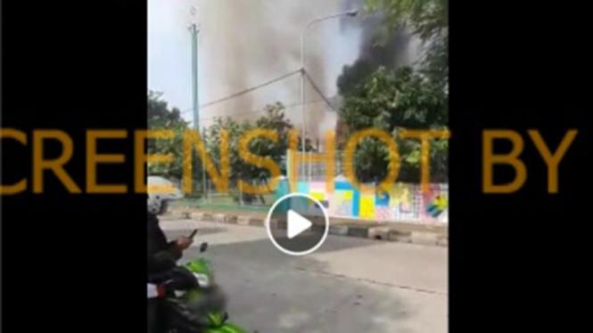 Masjid Jayakarta kawasan Pulogadung terbakar.