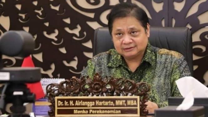 Menteri Koordinator Bidang Perekonomian selaku Ketua Komite Penanganan Covid-19 dan Pemulihan Ekonomi Nasional (KPCPEN)  Airlangga Hartarto.