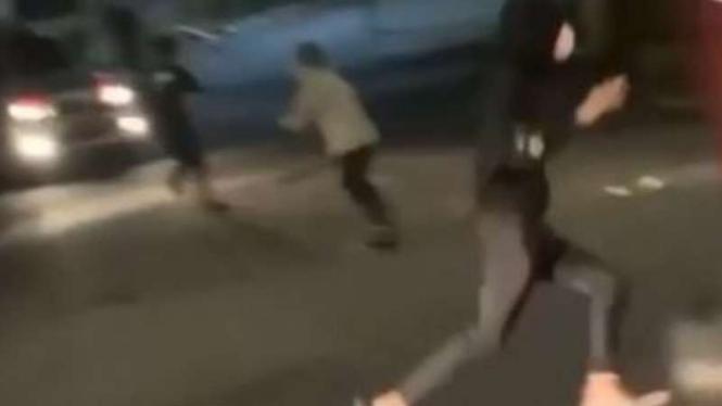 Insiden polisi dikeroyoko di bilangan Cilandak