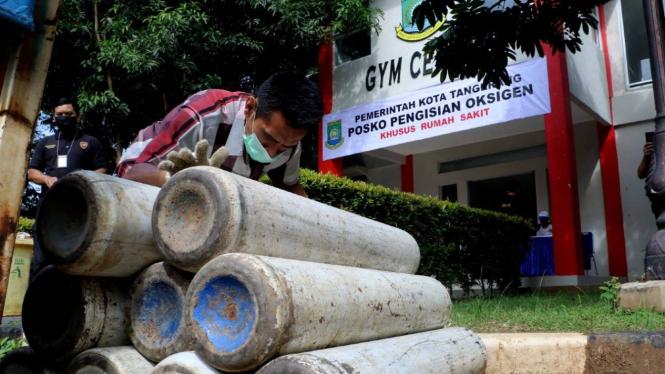 Pemkot Tangerang bentuk posko pengisian oksigen.