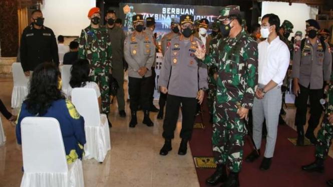 Panglima TNI bersama Kapolri vaksinasi massal di Solo, Jawa Tengah