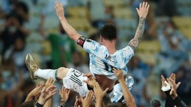 Lionel Messi usai juara Copa America 2021.