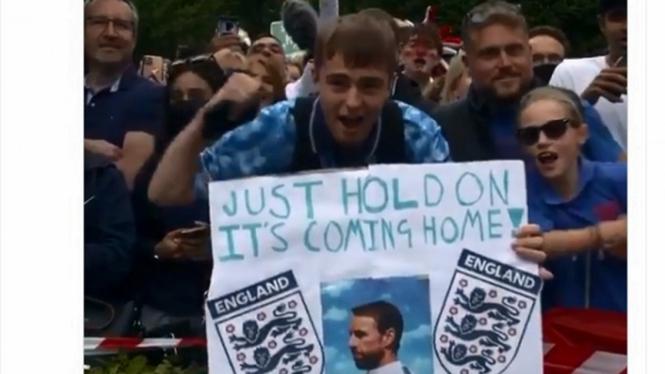 Dukungan untuk Timnas Inggris jelang berangkat menuju Wembley Stadium