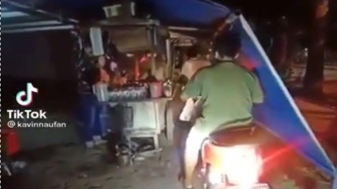 Viral Angkringan Drive Thru, Rasakan Sensasinya!! (TikTok/kavinnaufan)