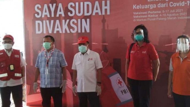 Ketua Umum Dewan Masjid Indonesia (DMI) Jusuf Kalla (tengah).