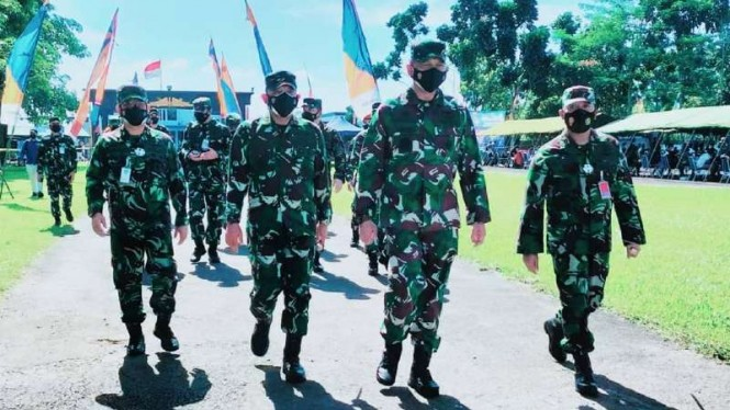 VIVA Militer: KSAU tinjau serbuan vaksinasi di markas Satbravo 90 Paskhas TNI AU