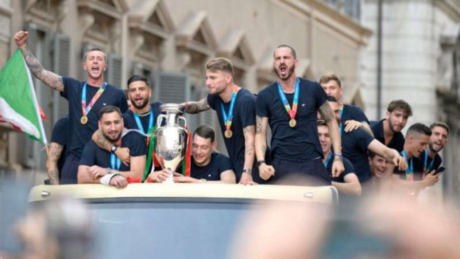 Pesta juara pemain Timnas Italia.