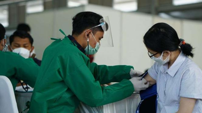 Ilustrsi Vaksinasi COVID-19 di Summarecon Bandung, Jabar.
