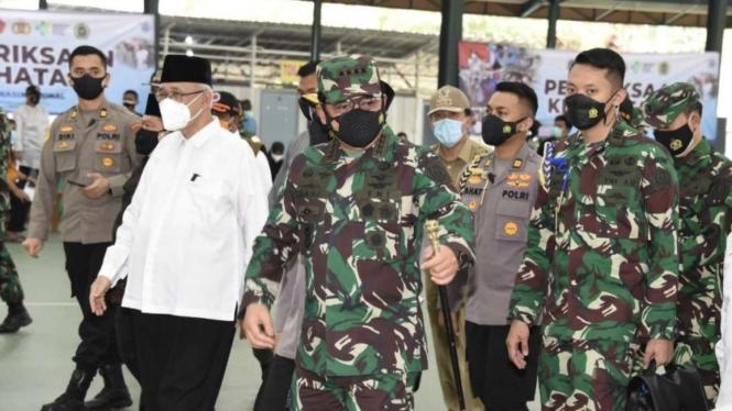 VIVA Militer: Panglima TNI tinjau serbuan vaksinasi di Ponpes Minhaajurrosyidiin