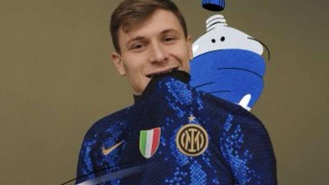 Nicolo Barella dengan jersey Inter Milan musim 2020/21