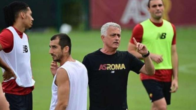 Pelatih AS Roma, Jose Mourinho.