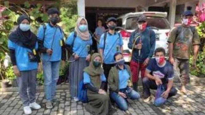 Peserta KKN UM Banjarejo 2021 bersama Satgas Covid-19 Desa Banjarejo.