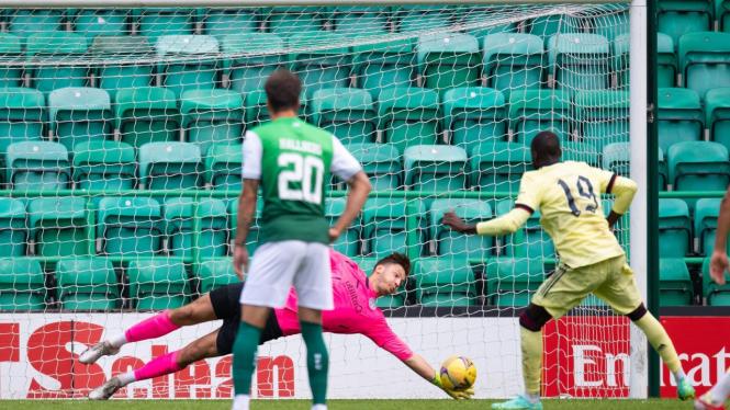 Nicolas Pepe gagal mengeksekusi penalti