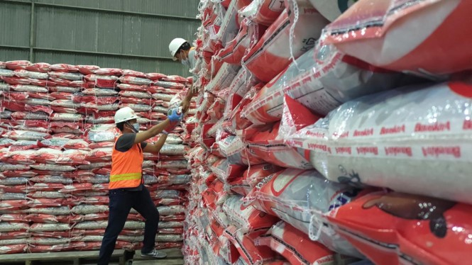 Bulog siap salurkan beras berkualitas 200 ribu ton.