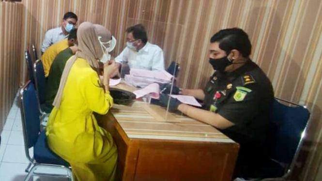 Pemeriksaan berkas perkara Cynthiara Alona di Kejaksaan Negeri Tangerang