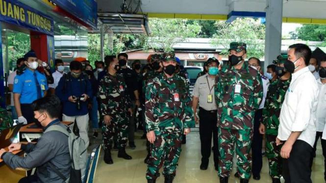 VIVA Militer: Kasau Sidak serbuan vaksinasi TNI AU di Halim Perdanakusuma