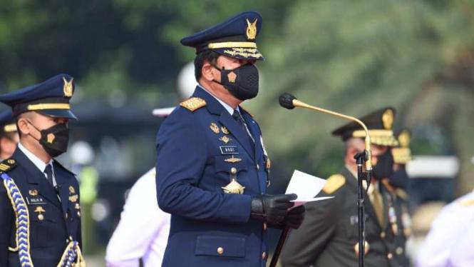 VIVA Militer: Panglima TNI Marsekal Hadi Tjahjanto lantik 245 Perwira Remaja TNI