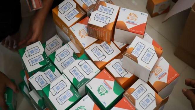 Paket obat dan vitamin untuk pasien Isoman COVID-19