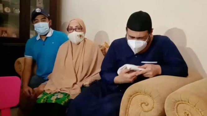 Ferry Irawan menangis pilu ceritakan kondisi rumah tangganya