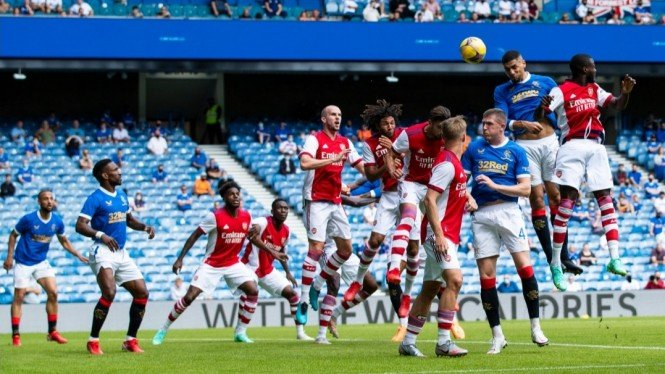 Pertandingan uji coba antara Rangers vs Arsenal.