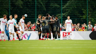 Bayern Munich merayakan gol vs FC Koeln