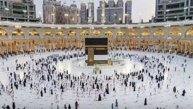 Jemaah haji tahun 2021 mulai melaksanakan tawaf sebagai rangkaian dari haji