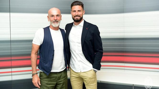 Pelatih AC Milan, Stefano Pioli dan Olivier Giroud