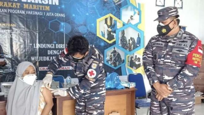 VIVA Militer: Danlanal Saumlaki pantau serbuan vaksin di Kepulauan Tanimbar
