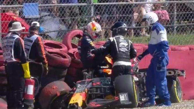 Pembalap Red Bull Racing, Max Verstappen mengalami kecelakaan.