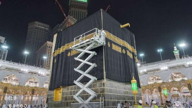 Kain Kiswah Kabah diganti jelang pelaksanaan puncak haji di Arafah tahun 2021