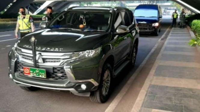 Mobil dinas TNI terlibat kecelakaan di Jalan Sudirman, Jakarta.