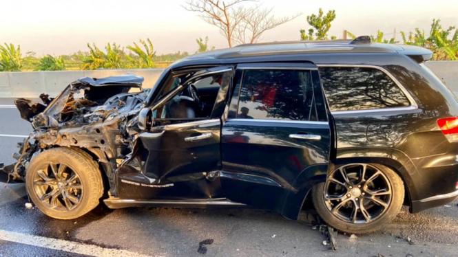 Mobil Grand Cherokee yang terlibat kecelakaan di Tol Cipali.