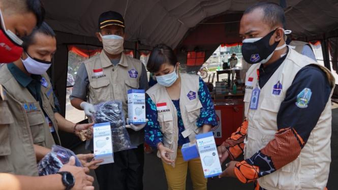 Relawan Satgas COVID-19 gelar aksi bagikan 175 ribu masker.