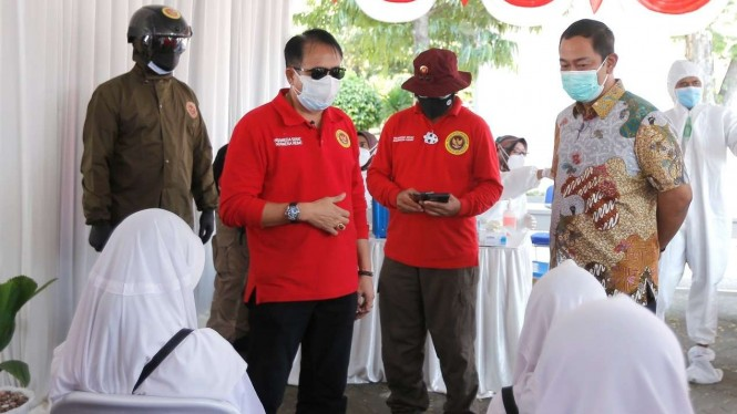 Kepala BIN Jateng dan Wali Kota Semarang saat tinjau vaksinasi.