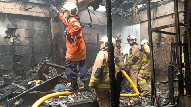 Kebakaran di Pasar Kramat Jati, Jakarta Timur.